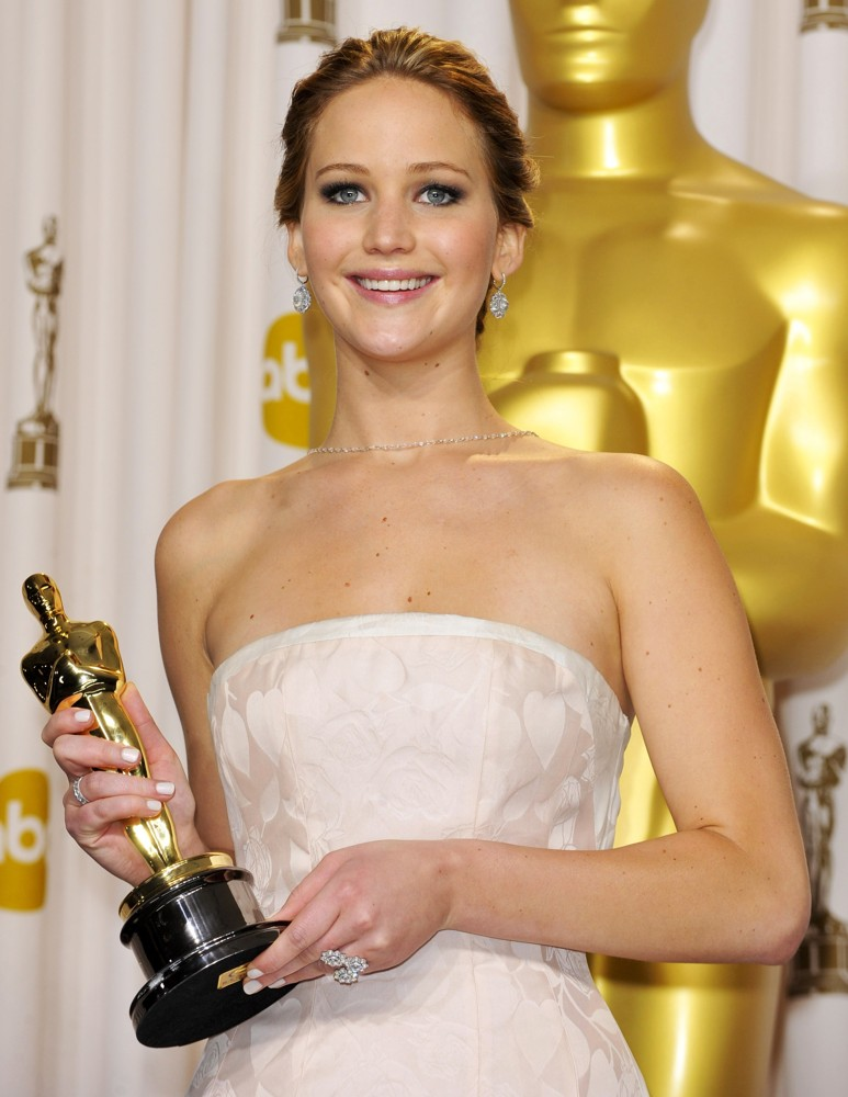jennifer-lawrence-85th-annual-oscars-press-room-02
